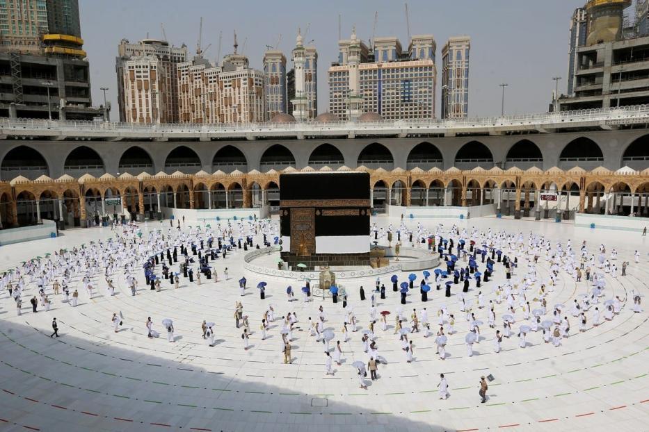 Peregrinos ao redor da Kaaba durante a temporada do Hajj em 29 de julho de 2020 [STR / AFP / Getty Images]