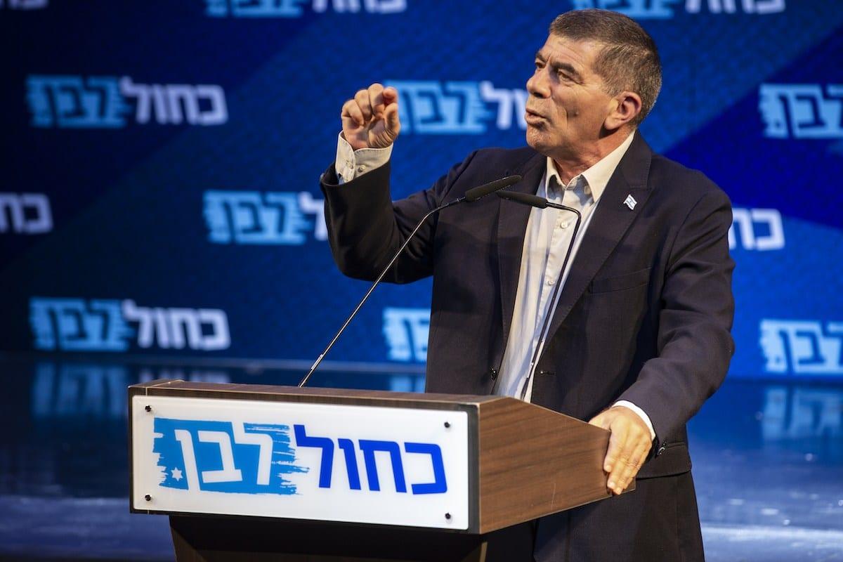Gabi Ashkenazi durante a fase final da campanha eleitoral Azul e Branco em Tel Aviv, Israel, 15 de setembro de 2019 [Agência Faiz Abu Rmeleh/ Anadolu]