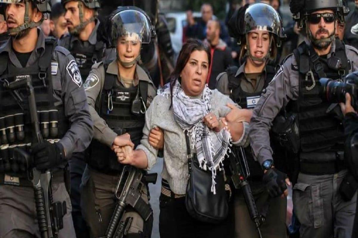 Prisão da Deputada Jihad Zabid durante uma manifestação em apoio a Jerusalém, em dezembro de 2017 (Centro de Informação Palestino) [Foto: Ameer Abed Rabbo]
