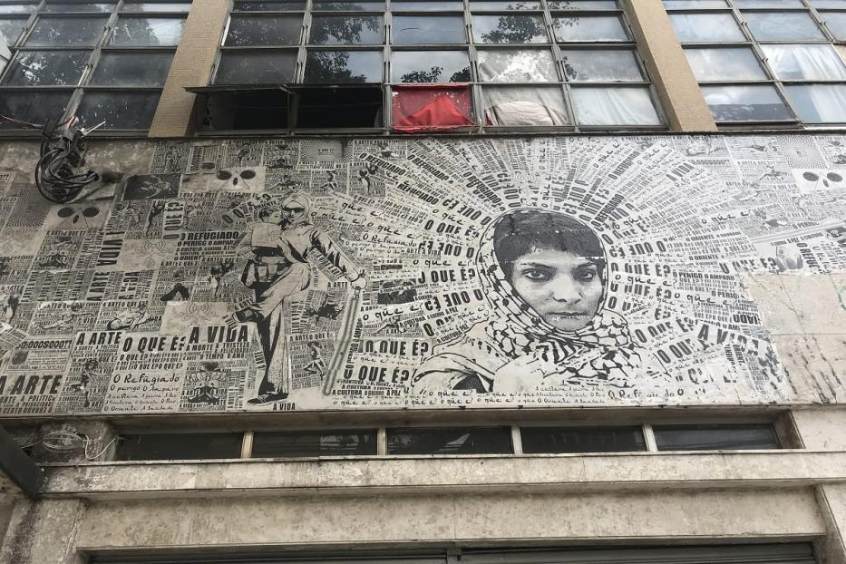 Foto de Leila Khaled no prédio [Monitor do Oriente Médio]
