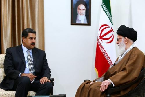 O presidente venezuelano Nicolas Maduro (esq.) encontra o líder supremo do Irã, Ali Khamenei, durante sua visita a Teerã, Irã, em 22 de outubro de 2016 [Supreme Leader Press Office / Anadolu Agency]