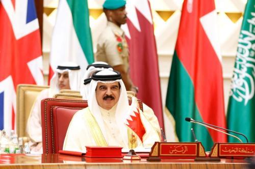 Rei do Bahrein Hamad bin Isa Al Khalifa participa da sessão de encerramento da 37ª Cúpula de Líderes do Conselho de Cooperação do Golfo (CCG), em Manama, capital do Bahrein, 7 de dezembro de 2016 [Stringer/Agência Anadolu]