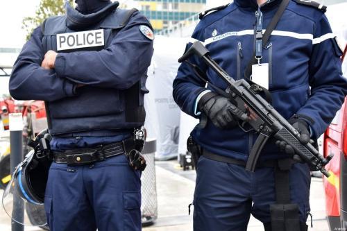 Policiais franceses em Paris, 18 de março de 2017 [Mustafa Yalçin/Agência Anadolu]