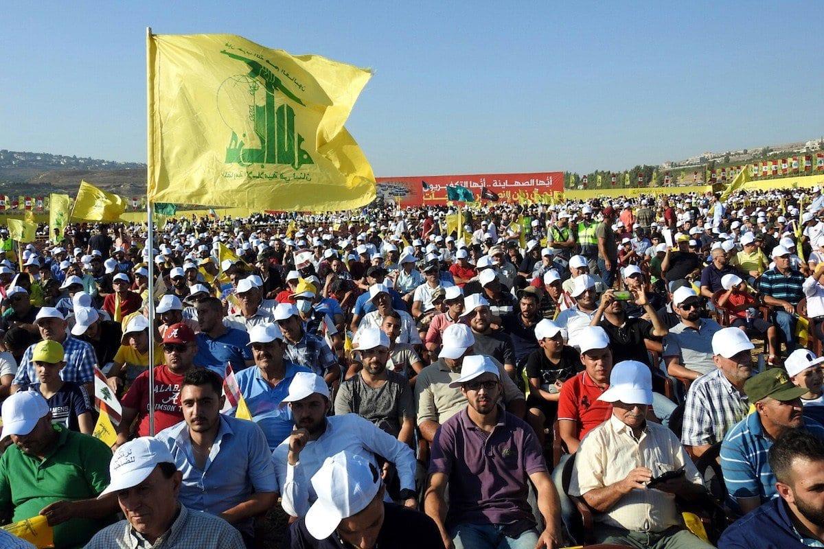 Apoiadores do Hezbollah se reúnem durante um discurso de Hassan Nasrallah, o Secretário-Geral do Hezbollah em 13 de agosto de 2017 [Agência Ali Dia/ Anadolu]