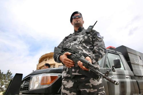 Membro das Forças Armadas da Líbia, na cidade de Tarhuna, 5 de junho de 2020 [Hazem Turkia/Agência Anadolu]