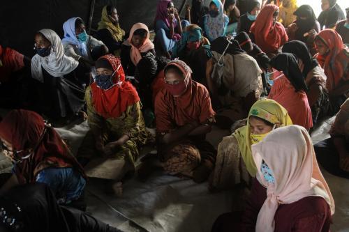 Mulheres refugiadas rohingya no Centro de Treinamento de Trabalho da cidade de Lhokseumawe, na província de Aceh, em 7 de setembro de 2020 [Khalis Surry/Agência Anadolu]