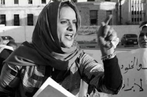 Hanan Al-Barassi, conhecida advogada e ativista de direitos humanos foi assassinada na Líbia, em 10 de novembro de 2020 [PeaceMusicLovee/Twitter]