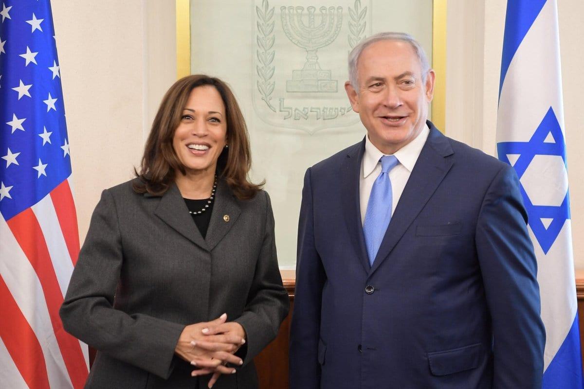 A então senadora Kamala Harris (esq.) recebida pelo primeiro-ministro israelense Netanyahu em Jerusalém, novembro de 2017 [Amos Ben Gershom / GPO]