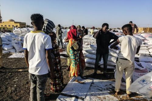 Refugiados etíopes, que fugiram dos combates em Tigray, podem ser vistos em um campo de refugiados no Sudão em 24 de novembro de 2020 [Agência Stringer/ Anadolu]