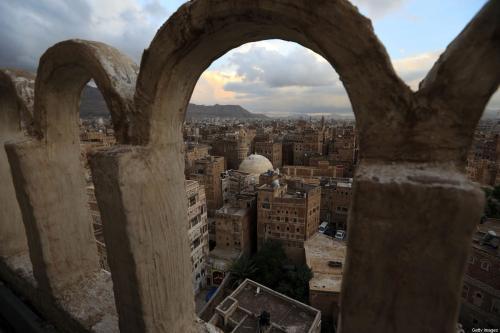 Panorama do quarteirão histórico da capital iemenita Sanaa, listado como patrimônio mundial da Unesco, em 21 de abril de 2020 [Mohammed Huwais/AFP/Getty Images]