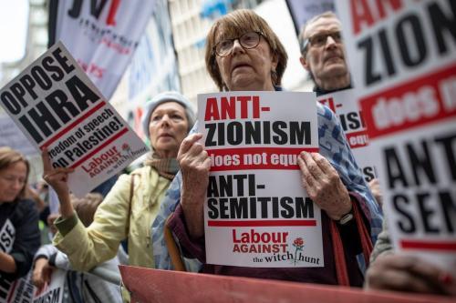 Protesto contra a definição de antissemitismo da International Holocaust Remembrance Alliance (IHRA) em Londres, Reino Unido em 4 de setembro de 2018 [Dan Kitwood/ Getty Images]