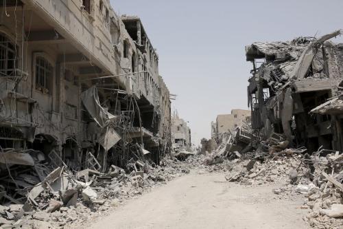 Devastação na cidade de Mosul, após forças do Daesh (Estado Islâmico) deixarem o local, no Iraque, 10 de julho de 2017 [Yunus Keles/Agência Anadolu]