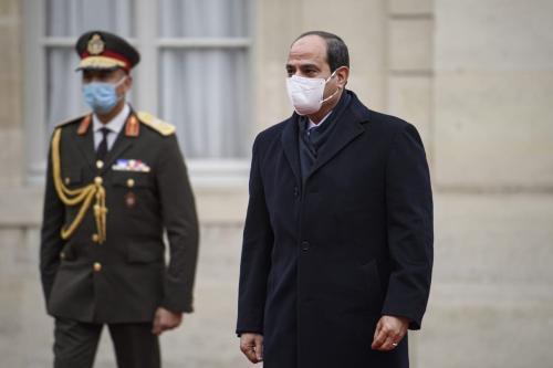 Presidente do Egito Abdel Fattah el-Sisi chega a uma reunião com o Presidente da França Emmanuel Macron (não visto), no Palácio do Eliseu, Paris, França, 7 de dezembro de 2020 [Julien Mattia/Agência Anadolu]