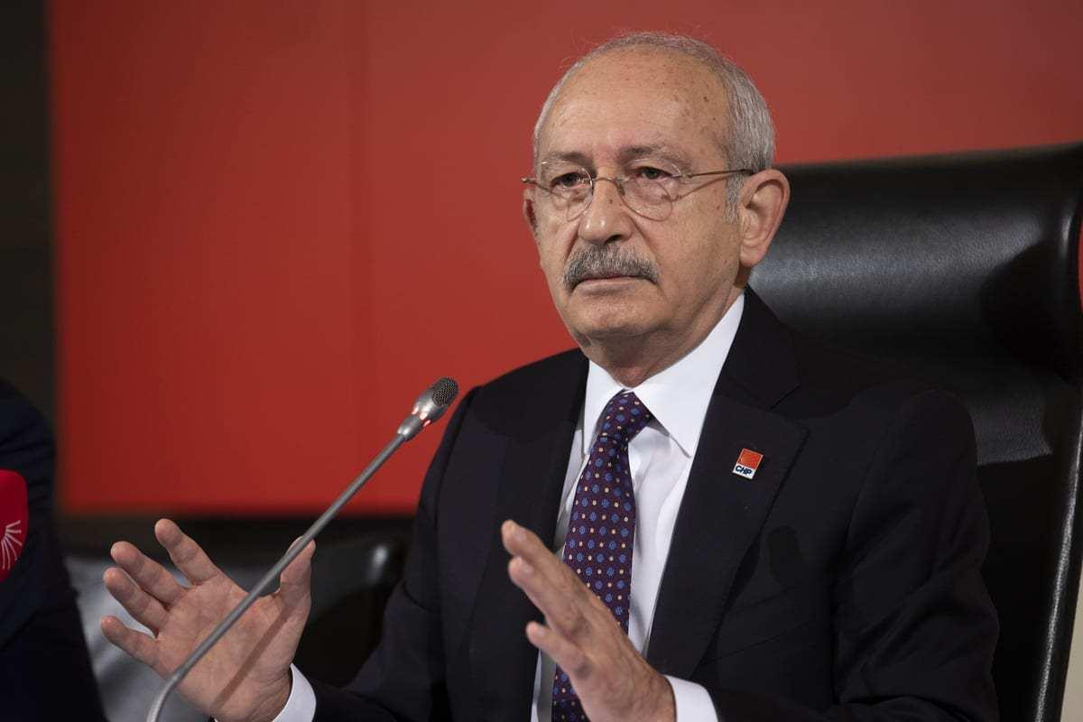 Líder do Partido do Povo Republicano (CHP), Kemal Kilicdaroglu, dá entrevista coletiva na sede do partido, em Ancara, Turquia, em 05 de janeiro de 2021. [Aytaç Ünal/Agência Anadolu]