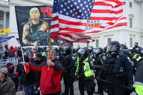 Os apoiadores do presidente Donald Trump se reúnem do lado de fora do edifício do Capitólio em Washington DC, Estados Unidos, em 6 de janeiro de 2021. [ Tayfun Coşkun - Agência Anadolu]