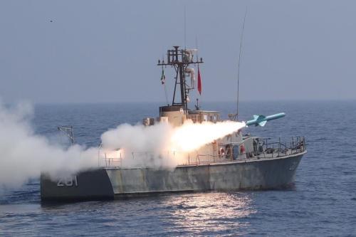 """Exercício naval da Marinha da República do Irã """"Força-99"""" no Mar de Omã, em 14 de janeiro de 2021. [Exército Iraniano/Agência Anadolu]"""