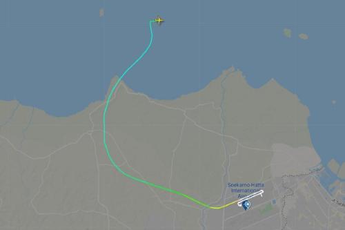 O vôo SJ182 da Sriwijaya Air perdeu mais de 10.000 pés de altitude em menos de um minuto, cerca de 4 minutos após a partida de Jacarta.