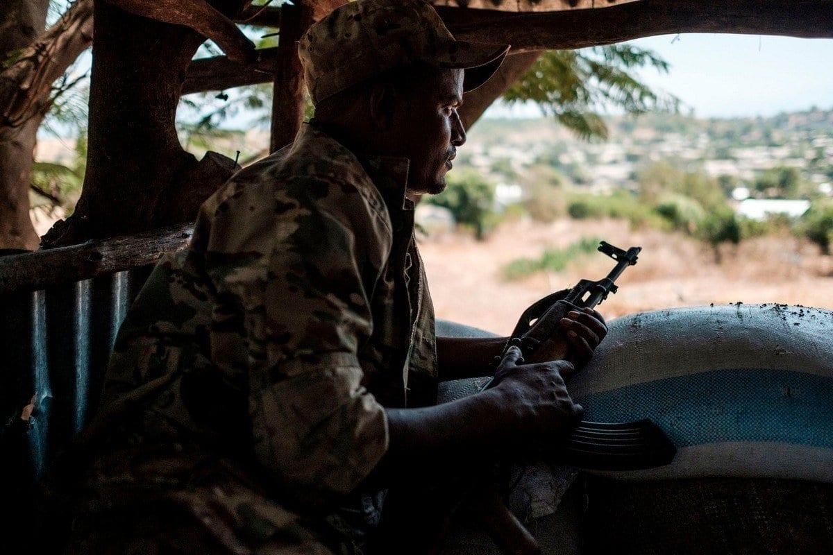 Um membro do Exército Etíope em Dansha, Etiópia, em 25 de novembro de 2020. [Eduardo Soteras/AFP/Getty Images]