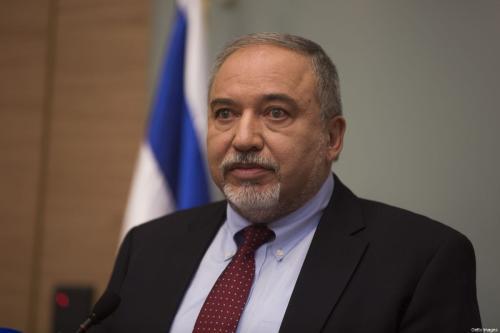 Ex-Ministro da Defesa de Israel Avigdor Lieberman durante coletiva de imprensa no Knesset (parlamento israelense), em Jerusalém, 14 de novembro de 2018 [Lior Mizrahi/Getty Images]