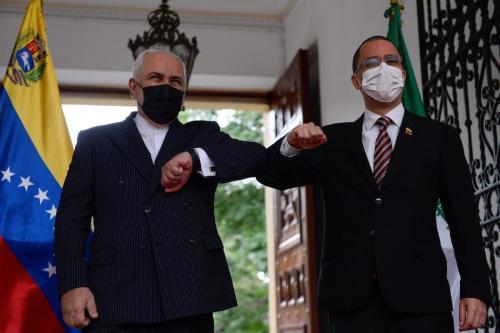 Ministro de Relações Exteriores do Irã Mohammad Javad Zarif (à esquerda) e Ministro de Relações Exteriores da Venezuela Jorge Arreaza, na Casa Amarilla, em Caracas, 5 de novembro de 2020 [Christian Hernandez/AFP/Getty Images]