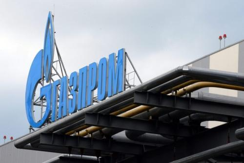 Logotipo da corporação russa de gás natural Gazprom visto no edifício recém construído da usina termal de Adler, em Sochi, na região do Mar Negro, Rússia, 30 de novembro de 2013 [Yuti Kadobnov/AFP/Getty Images]