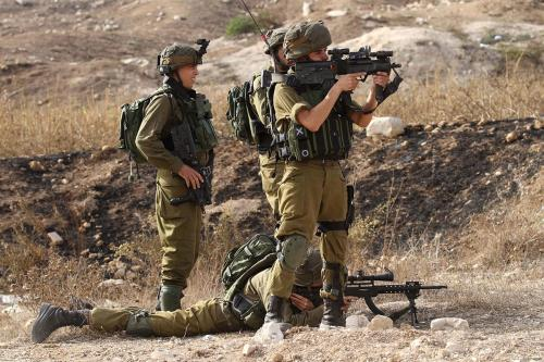 Forças militares israelenses em Ramallah, Cisjordânia, 15 de abril de 2016