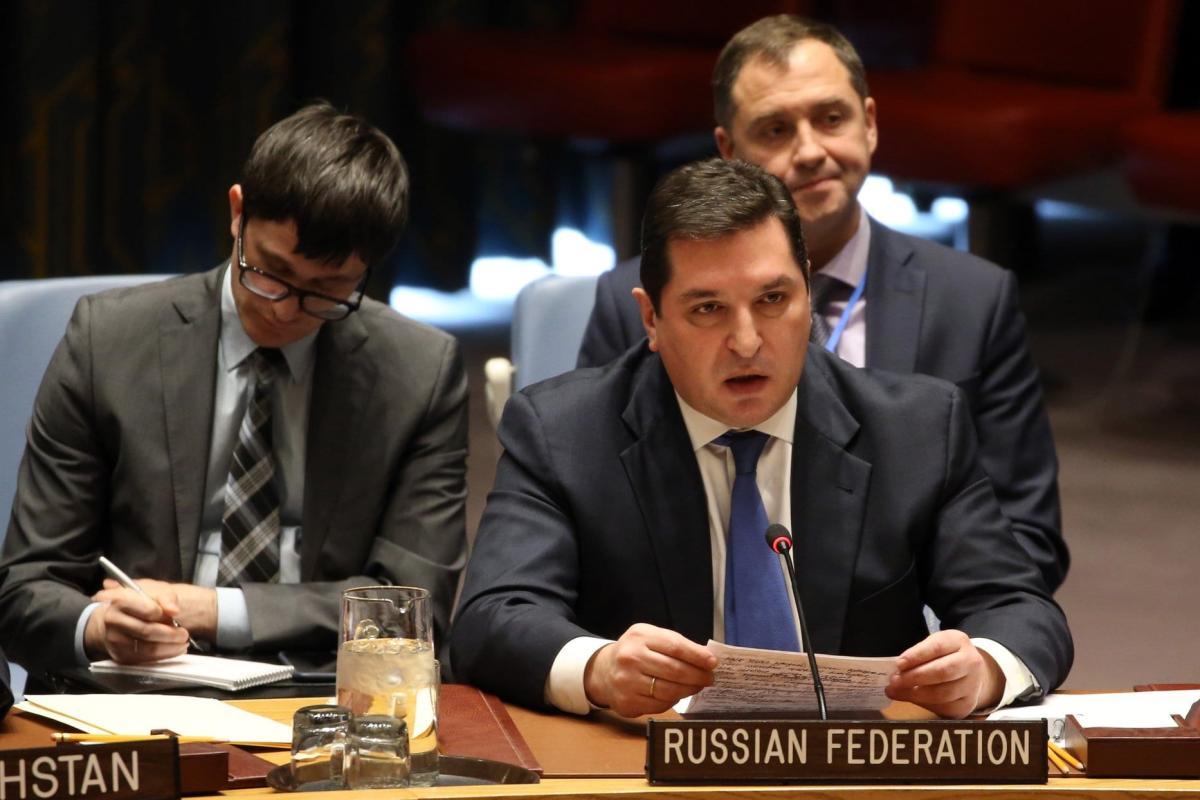 Vladimir Safronkov (centro), representante permanente adjunto da Rússia nas Nações Unidas, em reunião do Conselho de Segurança, 18 de dezembro de 2017 [Mohammed Elshamy/Agência Anadolu]
