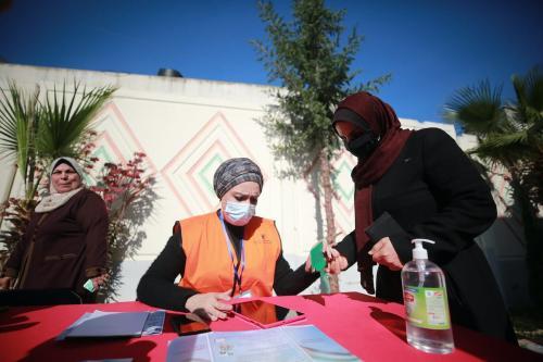 Um posto de registro eleitoral é construído na Cidade de Gaza, Gaza, em 10 de fevereiro de 2021. [Mustafa Hassona/Anadolu Agency]