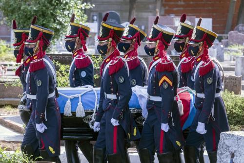 O cortejo fúnebre do ex-presidente argentino Carlos Menem chega ao Cemitério Islâmico San Justo, em Buenos Aires, Argentina, em 15 de fevereiro de 2020 [Anadolu Agency]