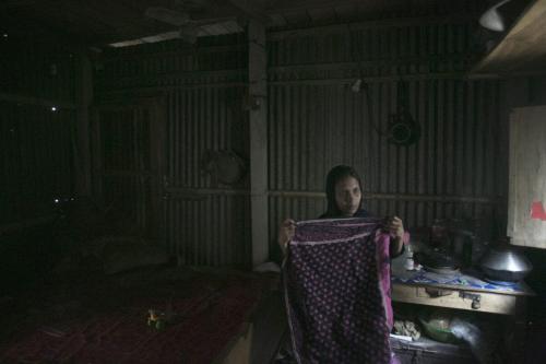 Empregadas sendo abusadas no Oriente Médio. [Sabaaneh/Monitor do Oriente Médio]