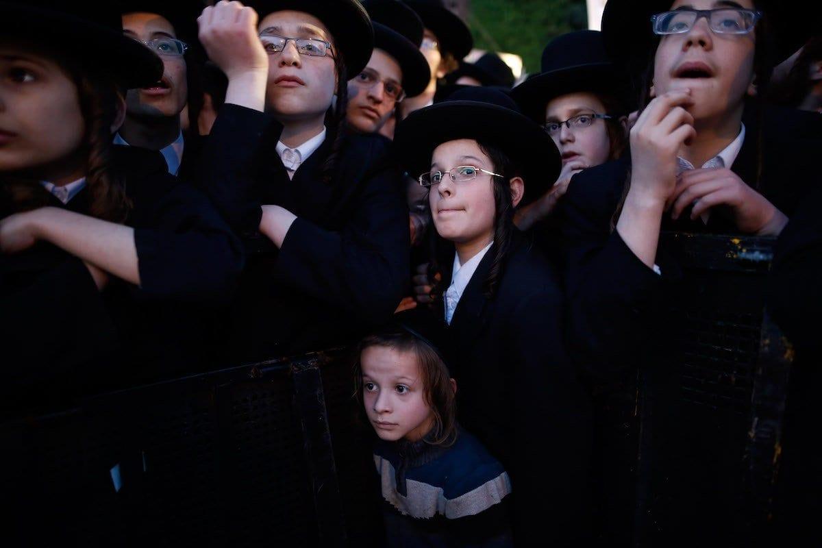Judeu ultraortodoxo em Jerusalém, em 28 de março de 2017. [Gil Cohen Magen/Anadolu Agency]