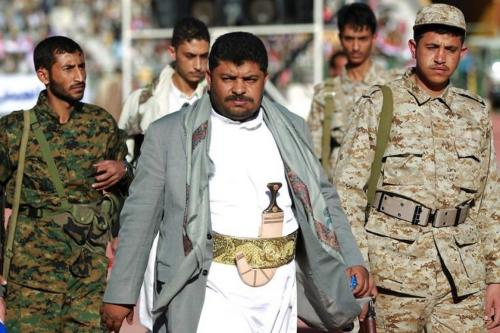 Mohammed Ali Al-Houthi (centro), chefe dos Comitês Revolucionários no Iêmen, 6 de junho de 2017. [Wikipedia]