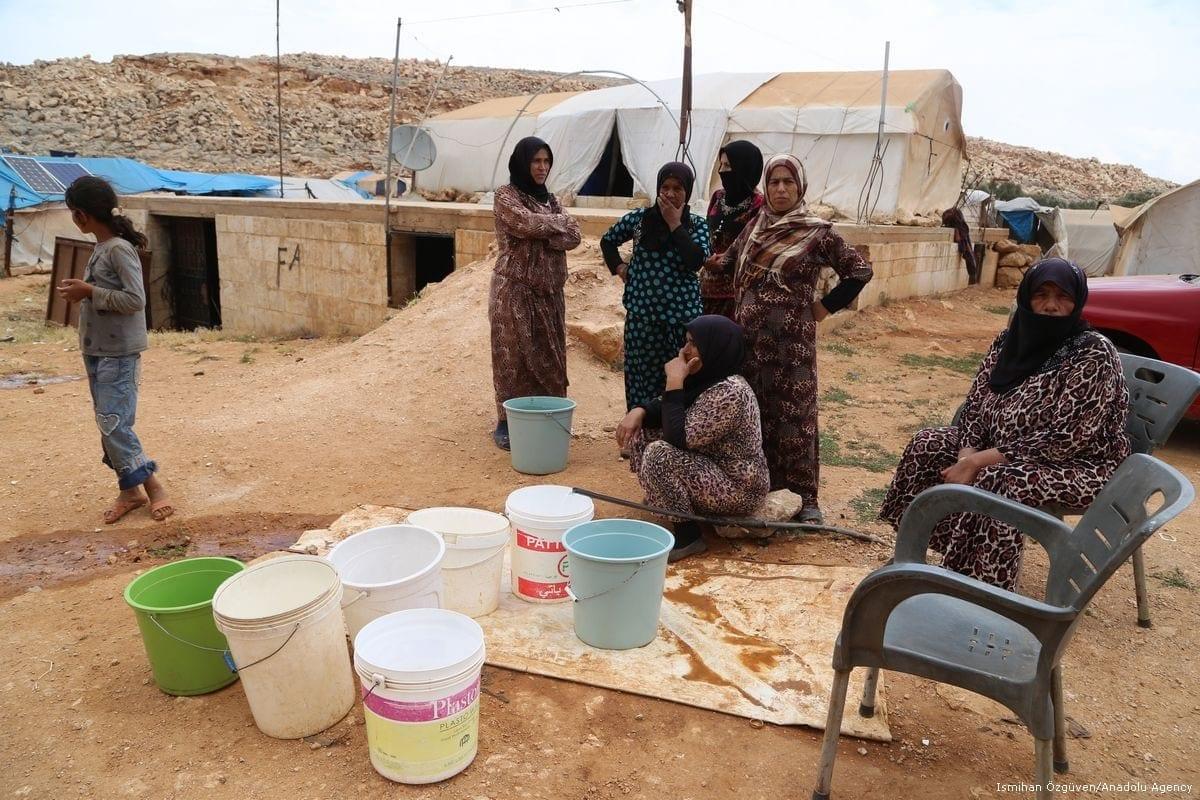Mulheres que vivem em um campo de refugiados na Síria, em 23 de junho de 2017. [İsmihan Özgüven/Agência Anadolu]