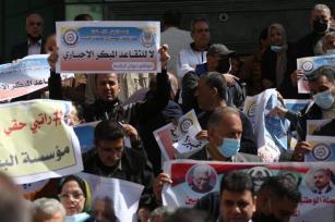 Militares em Gaza protestam contra a decisão da AP de forçá-los a se aposentar [Mohammed Asad / Monitor do Oriente Médio]