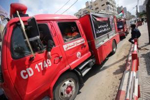 Uma reunião de veículos e uma entrevista coletiva realizada para marcar o Dia Mundial da Defesa Civil pelas equipes de defesa civil de Gaza, em 1 de março de 2021. [Mohammed Asad/Monitor do Oriente Médio]