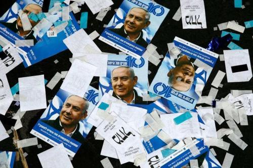 Material de campanha do Primeiro-Ministro de Israel Benjamin Netanyahu pelo partido Likud, na noite das eleições israelenses, em Tel Aviv, 10 de abril de 2019 [Jack Guez/AFP/Getty]