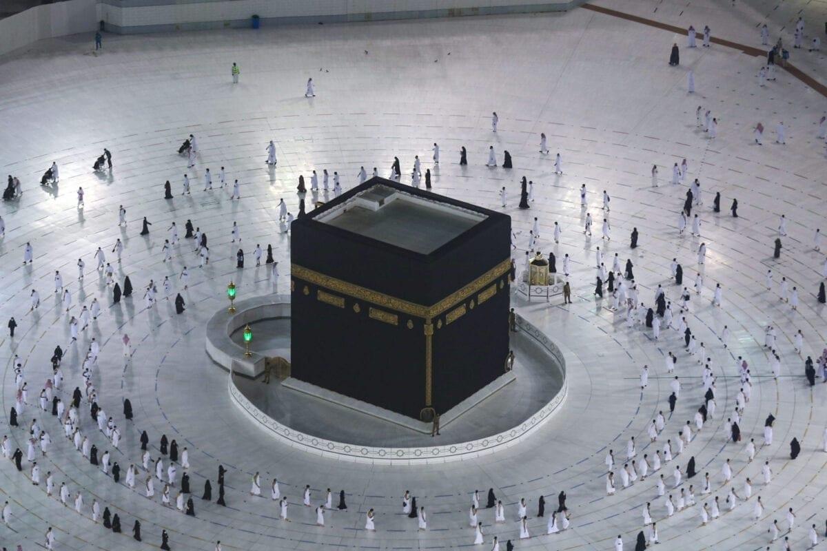 Adoradores muçulmanos vistos na Grande Mesquita em Makkah, Arábia Saudita, em 4 de outubro de 2020. [Ministério Saudita do Hajj e Umra/AFP/Getty Images]