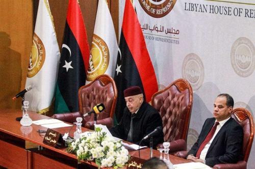 Aquila Saleh Issa (à esquerda), presidente da Câmara dos Representantes da Líbia, durante sessão na cidade de Benghazi, leste da Líbia, 7 de dezembro de 2020 [Abdullah Doma/AFP via Getty Images]