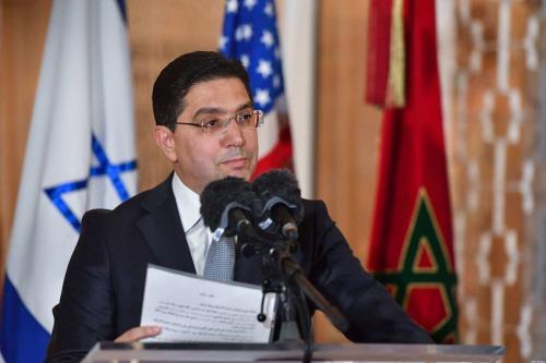 O Ministro das Relações Exteriores do Marrocos, Nasser Bourita, discursa na chegada do Conselheiro de Segurança Nacional de Israel ao Palácio Real de Rabat, na capital marroquina, em 22 de dezembro de 2020 [FADEL SENNA/AFP via Getty Images]