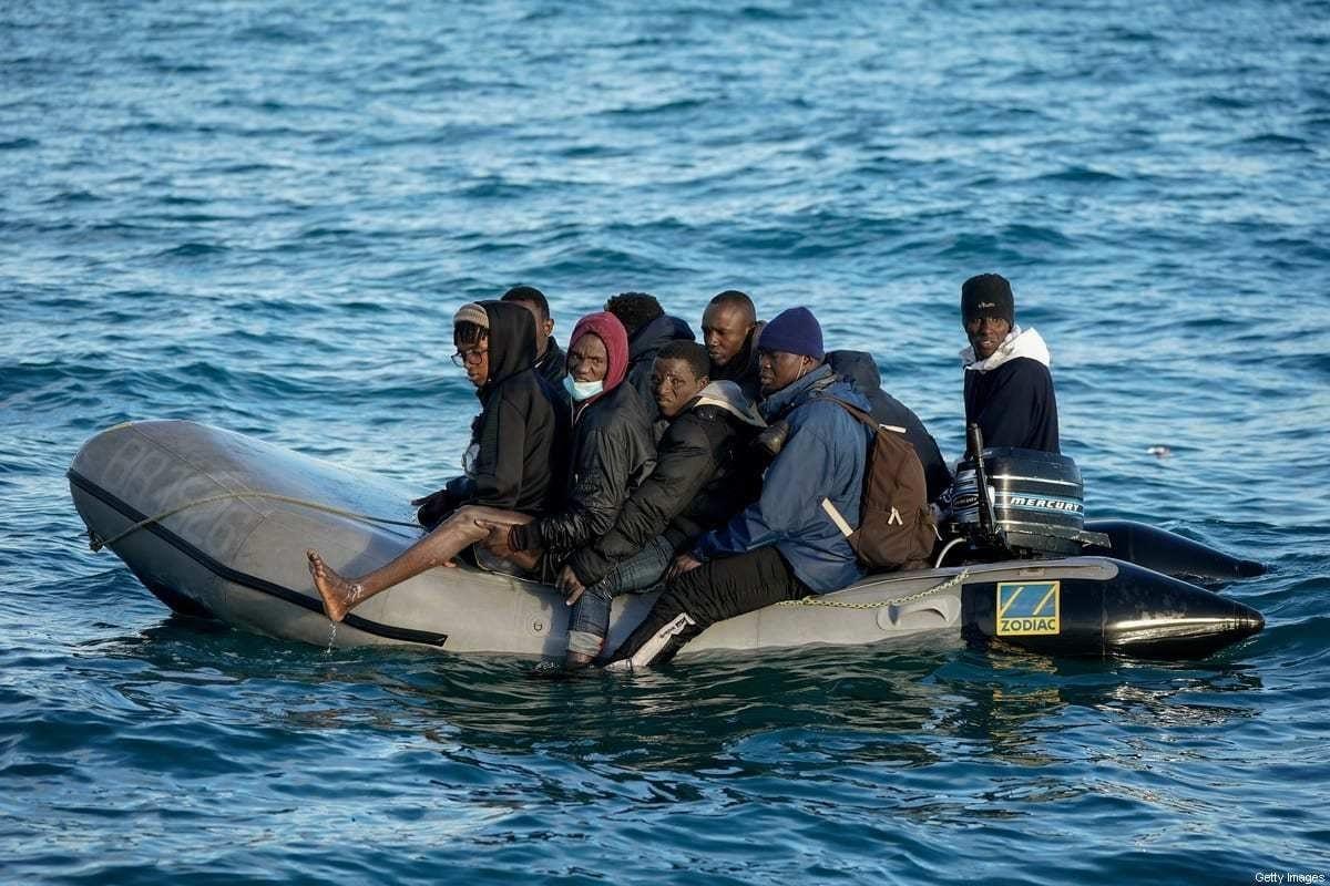 Migrantes à deriva no Canal da Mancha em Dover, Inglaterra, em 6 de setembro de 2020. [Christopher Furlong/Getty Images]