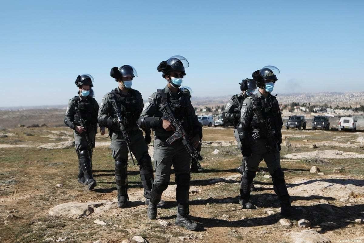 Forças israelenses em Hebron, Cisjordânia, em 23 de janeiro de 2021. [Mamoun Wazwaz/Agência Anadolu]