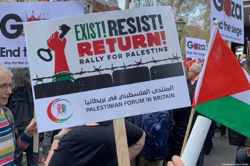Manifestantes se reuniram em frente à Embaixada de Israel no centro de Londres em 30 de março de 2018 [Fórum Palestino na Grã-Bretanha]
