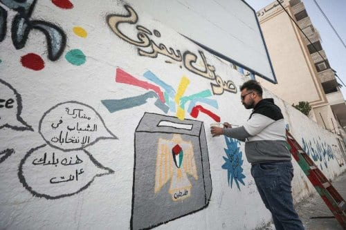 Grafite palestino em favor das eleições para o Conselho Legislativo Palestino, na Cidade de Gaza, 24 de março de 2021 [Mustafa Hassona/Agência Anadolu]