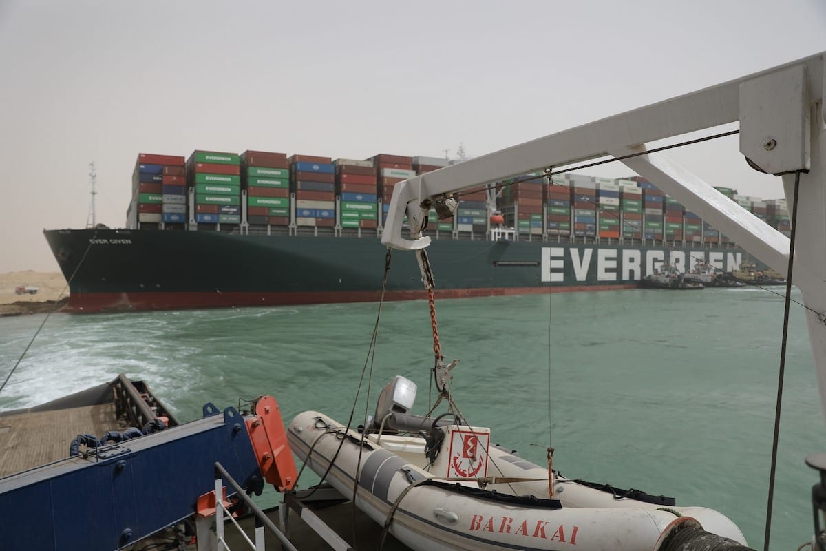 As Obras de Flutuação de Embarcação de Aterramento no Canal de Suez, em 25 de março de 2021. [Suez Canal Media Center]