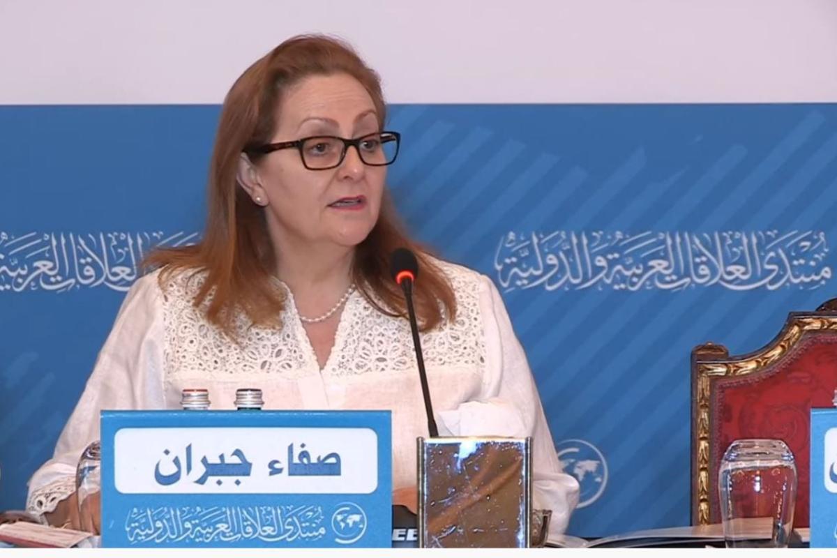Safa Jubran apresenta mesa sobre lexicografia no Prêmio Sheikh Hamad de Tradução e Entendimento Internacional, no Qatar, em dezembro de 2019 [divulgação]