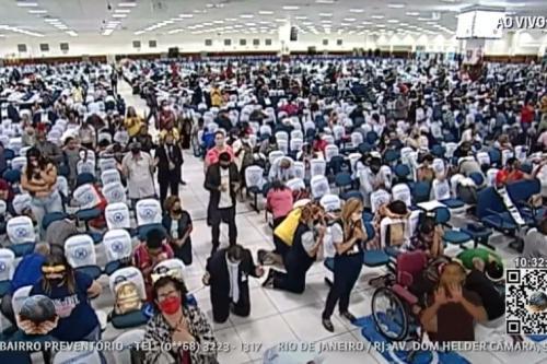 Culto presencial no domingo de Páscoa tem grande aglomeração de pessoas na Igreja Mundial do Poder de Deus, em 4 de abril de 2021, Brás, São Paulo [Reprodução/Youtube]