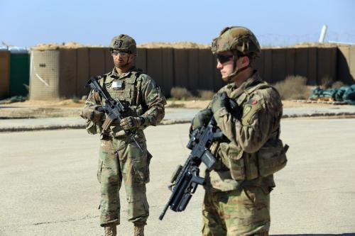 Soldados das forças da coalizão liderada pelos EUA são vistos em a Base Militar de Al-Qaim, na província de Anbar, no Iraque, a oeste de Bagdá, em 19 de março de 2020 [Agência Murtadha Al-Sudani / Anadolu]