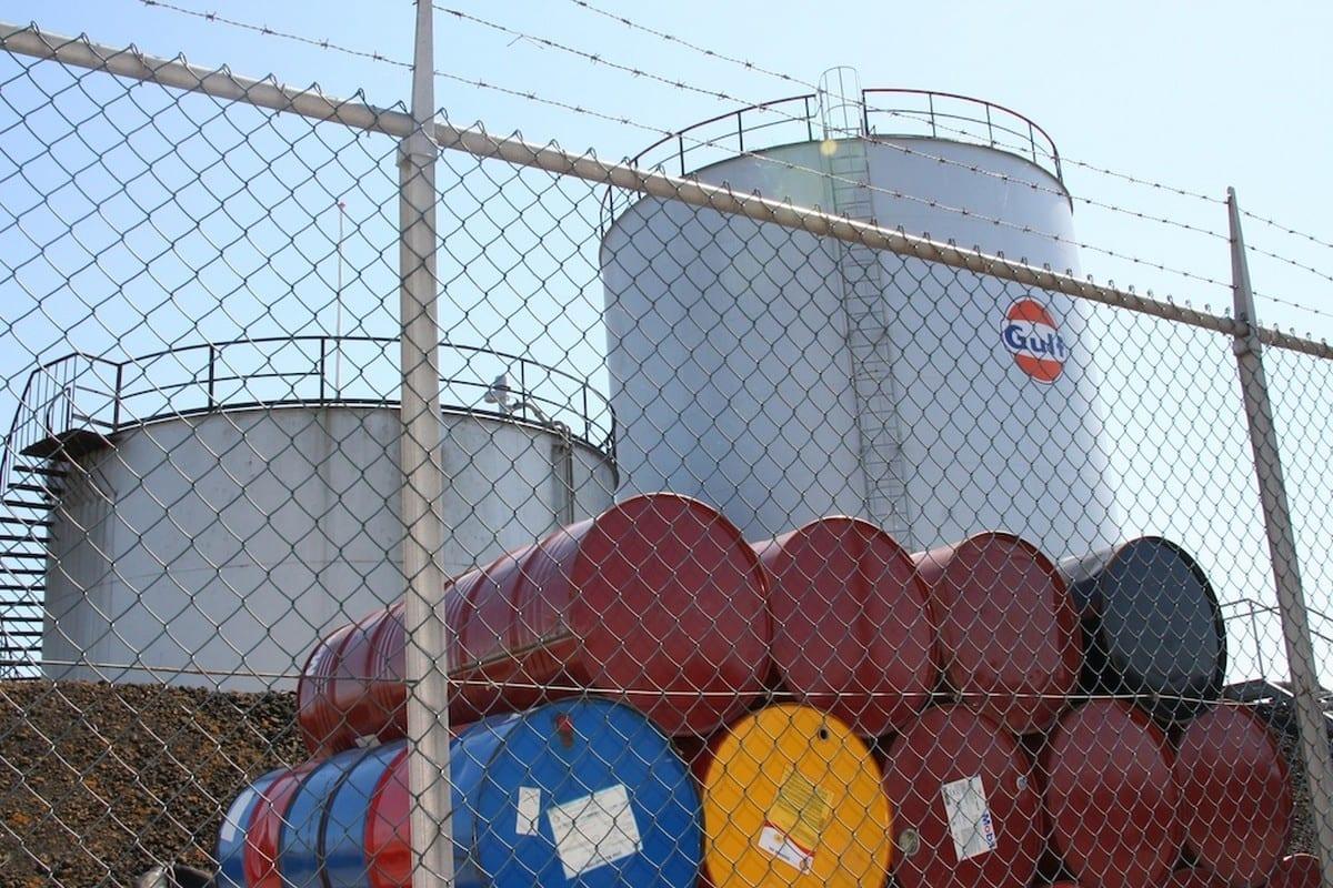 Barris de petróleo, 26 de março de 2020. [Daan Franken/Flickr]