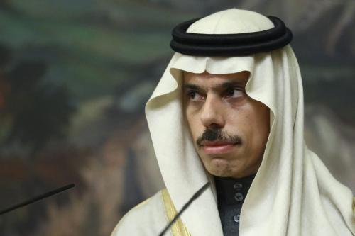 O ministro das Relações Exteriores da Arábia Saudita, Faisal bin Farhan Al-Saud, em entrevista coletiva em Moscou, Rússia, em 14 de janeiro de 2021. [Ministério das Relações Exteriores da Rússia/Folheto/Agência Anadolu]