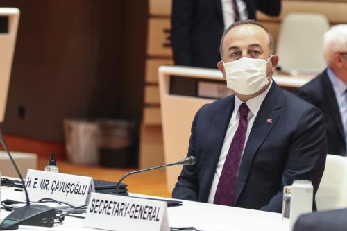 Ministro de Relações Exteriores da Turquia Mevlut Cavusoglu durante reunião no último dia da cúpula informal promovida pela ONU sobre a questão cipriota, em Genebra, Suíça, 29 de abril de 2021 [Cem Özdel/Agência Anadolu]